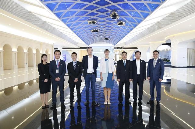 Estonian president visits Huawei in China
